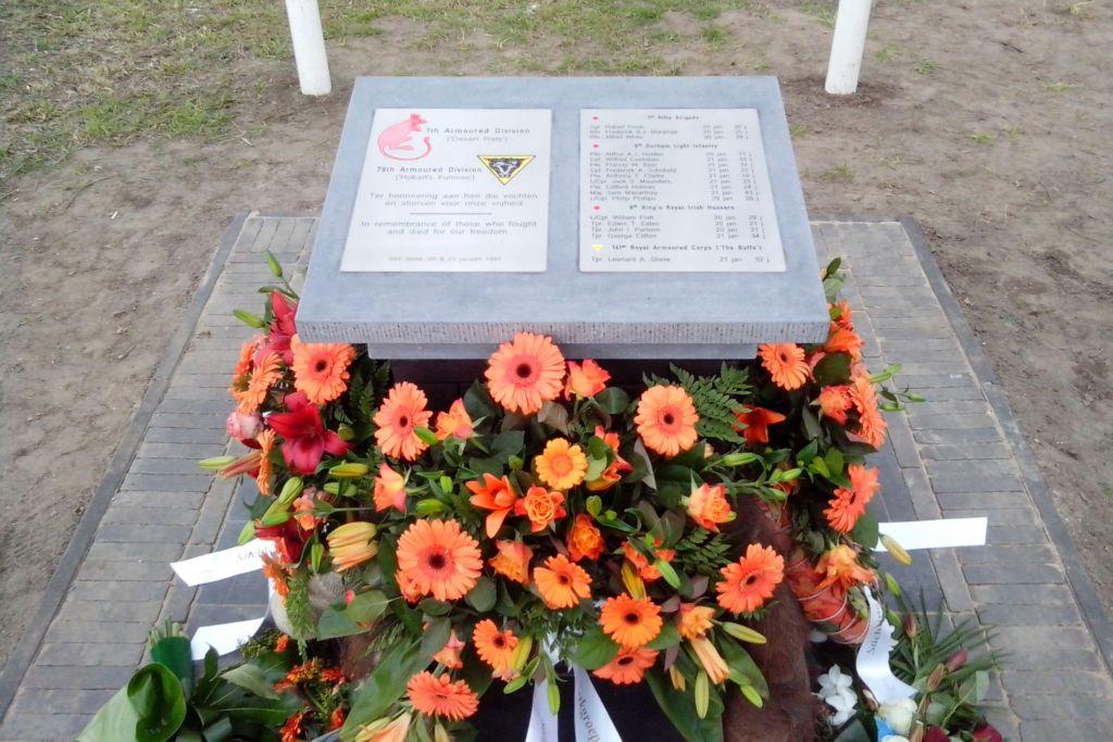 rvs-graveren-inlakken-kleuren-st-joost-denken-monument-met-bloemen-uitsnede-700-x-467