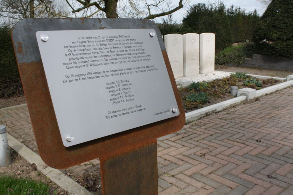 Herdenkingsbord voor oorlogsgraf uit 2e Wereldoorlog