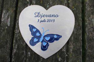 Metalen plaat RVS Frees inlakken Vorm hart vlinder Monument urn overlijden kind 1600x1066 1