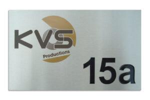 Bedrijfsnaambord Huisnummerbord RVS Fiber laser Frees 3 kleuren inlakken KVS Productions 1600x1066 1