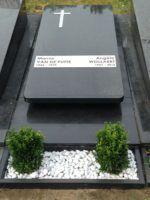 RVS plaat voor het grafmonument: Renovatie van het graf voor moeder en broer