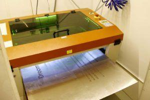 Lasergraveren van groot formaat metalen platen – artikel in Sign+