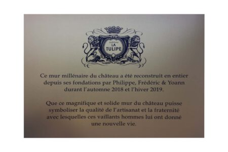 Gedenkplaat Goudkleurig aluminium Aluminium onderdruk wapen Chateau La Tulipe 5790 1600x1066 1