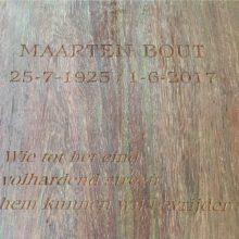 hout - grafmonument - graveren